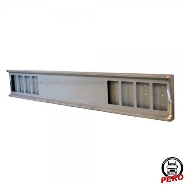 Heckstoßstange mit 8 Lampenausschnitten eckig, Stahl verzinkt